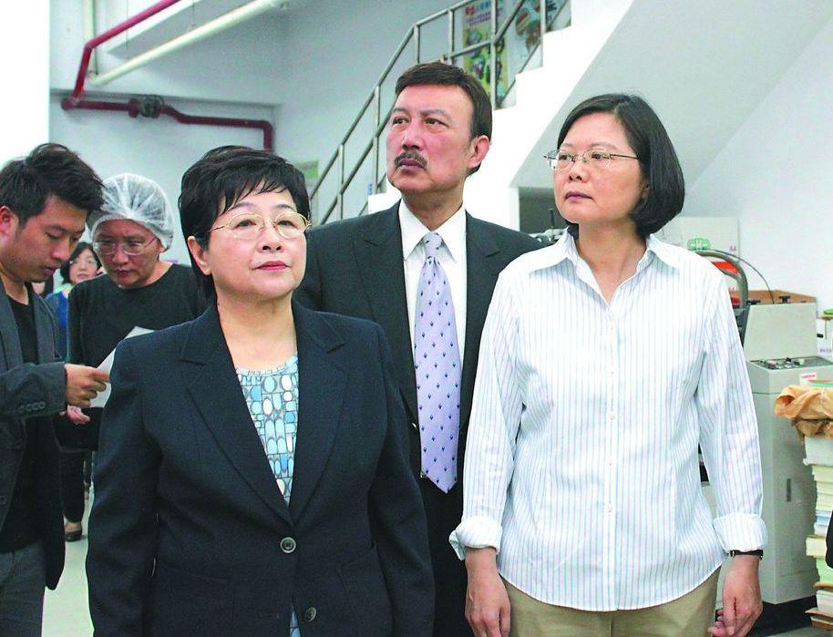 2009年,時任民進黨主席的蔡英文下令成立網路部。圖為2011年4月,楊蕙如洩漏...