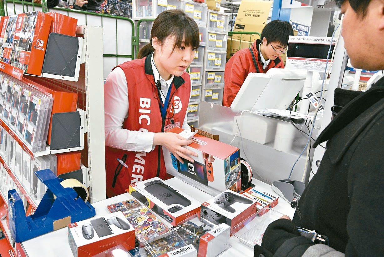 任天堂Switch遊戲機今年年底購物季大熱賣。 歐新社