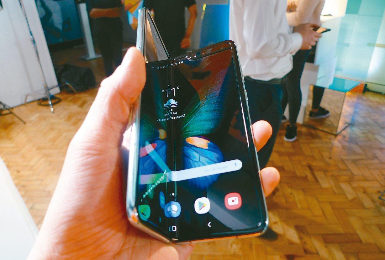 三星折疊手機Galaxy Fold銷售優於預期,規劃明年全球販售國家倍增至60個...