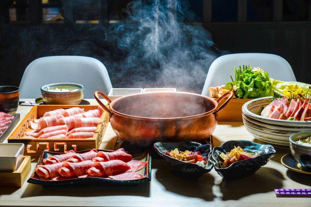 滿滿的美食日式火鍋套餐。 錦悅町/提供