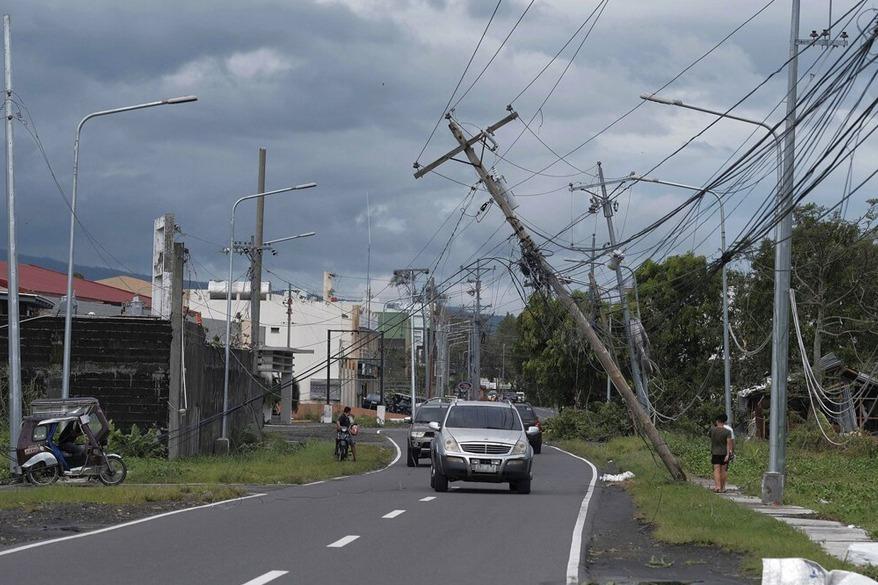 今年最強颱北冕襲菲釀2死 當局疏散10萬人