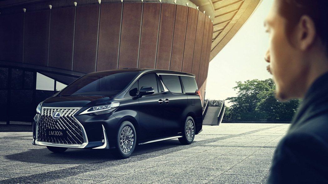 豪華MPV車款LM將掀起層峰客群新潮流,前所未有的大空間及極盡奢華的配備,創造最...