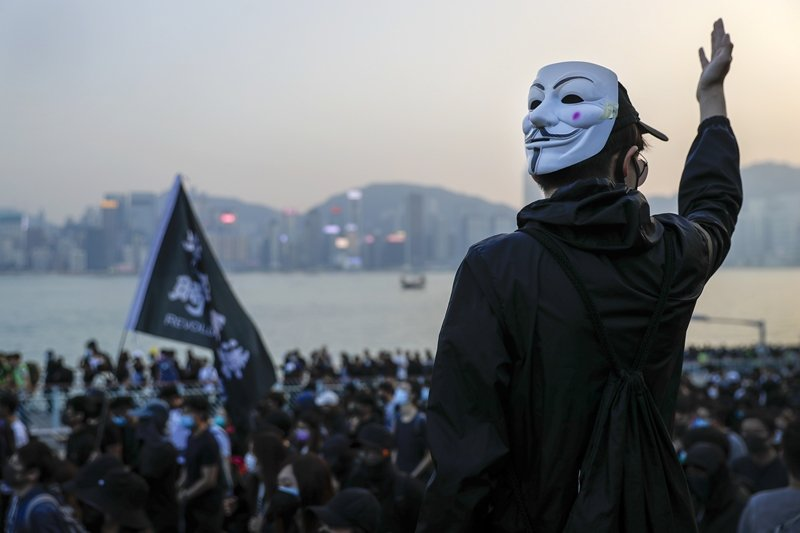 中國政府只想透過一國兩制的框架,先把只在意經濟利益的人們騙進來,攝於12月1日,香港。 圖/美聯社