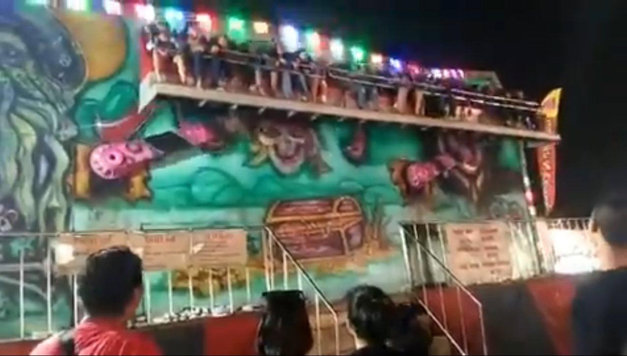 泰國傳出遊樂設施意外,因工作人員未仔細檢查,導致乘客玩到一半被甩飛。圖擷自Twi...