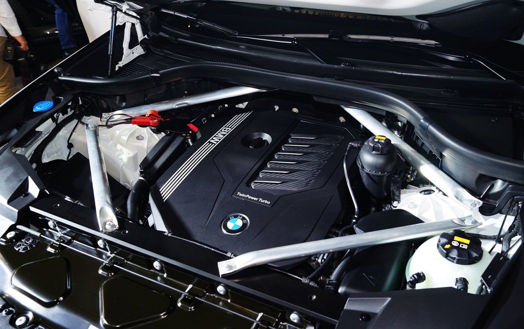X6 xDrive40i搭載3.0升 TwinPower Turbo直列六缸汽油...