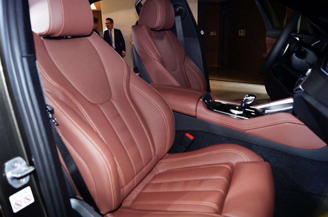 BMW X6全車系採用Vernasca真皮包覆的跑車座椅。 記者趙駿宏/攝影