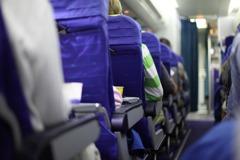 機上噴酒精外國乘客說可噴他座位 女噴完竟被笑是瘋子