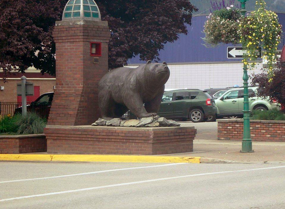 Revelstoke棕熊雕像。 圖/Bruce  McLellan《與熊熊大師有約》簡報