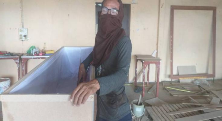 泰國一間棺材店屢屢傳出失竊事件,令老闆相當無奈。圖取自/泰國頭條新聞