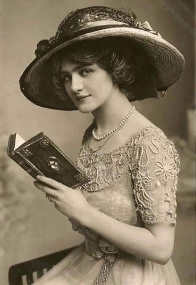 ▲《風流寡婦》1907年在倫敦首演後大為轟動,掀起一陣「風流寡婦旋風」,女主角的...