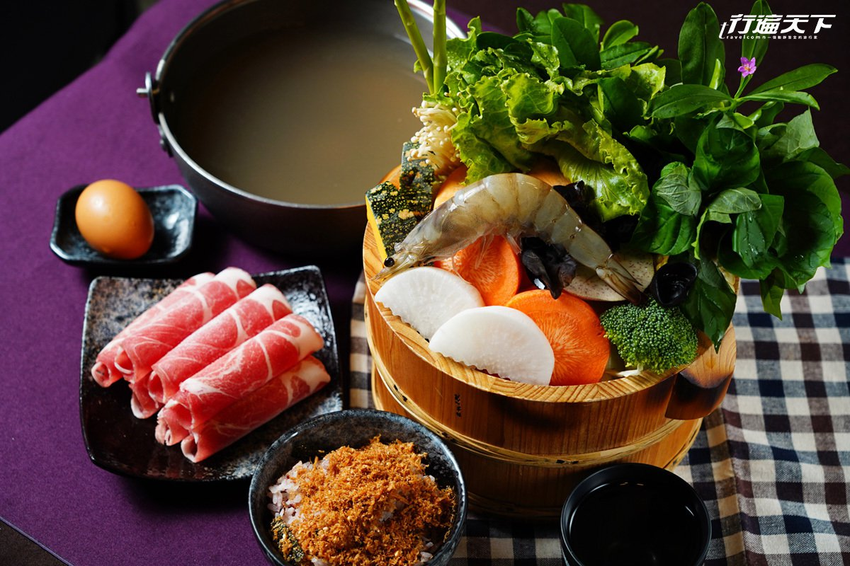 銀蘆筍招牌鍋物集結將軍物產精華,有十多種無毒時蔬,搭配蘆筍熬製的湯底,十分清甜。
