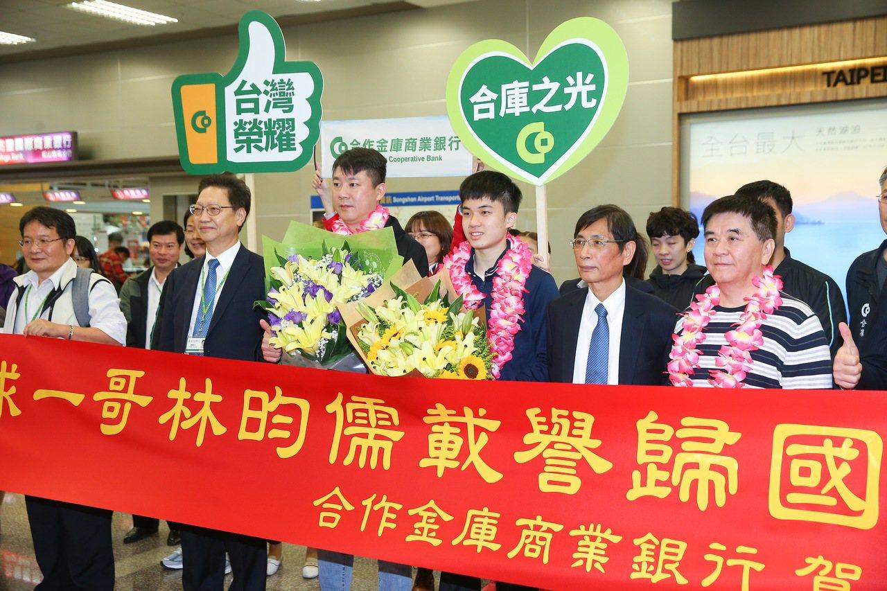 林昀儒(右三)在2019年男子世界盃桌球賽奪得銅牌,創下台灣在男子桌球世界盃史上...