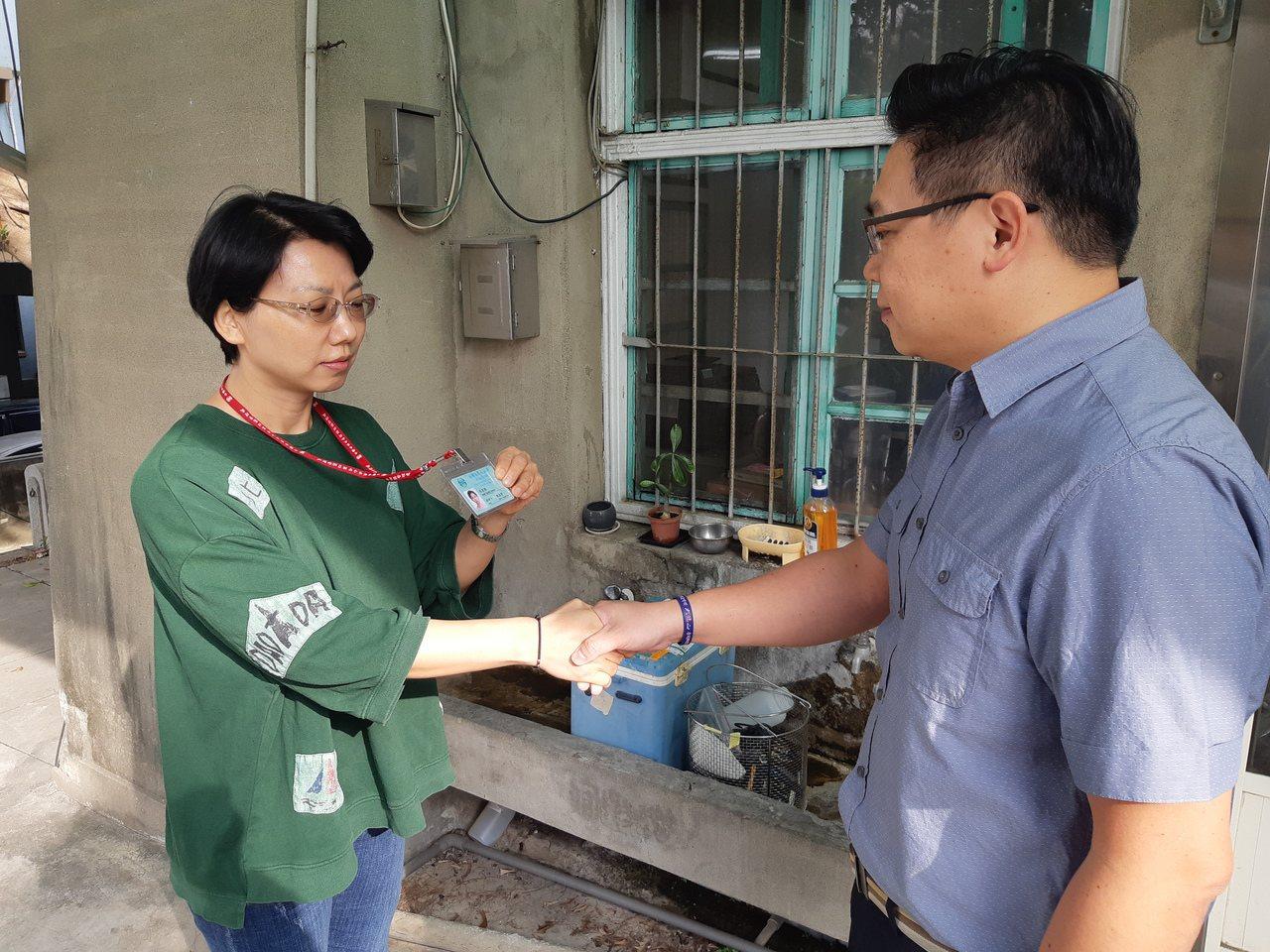 台灣自來水公司第四區處處長蕭淑貞指出,用戶如果覺得住家自來水水質有異常,可以直接...