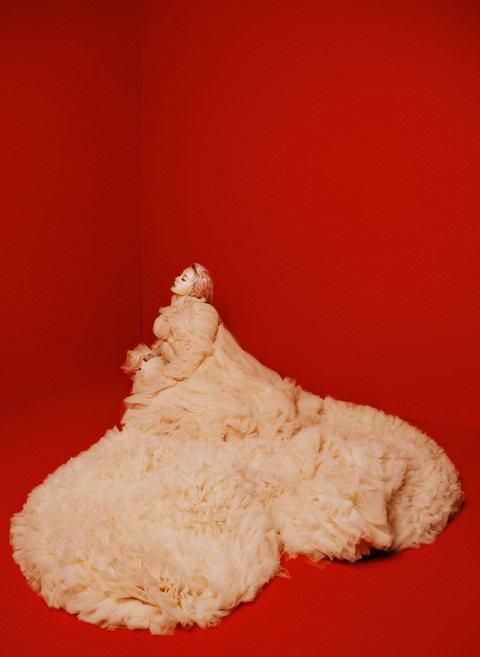 Jolin蔡依林儼然已成「應許女神」,不久前才剛兌現歌迷支票即將在年底於台北小巨蛋舉辦出道20 周年紀念演唱會的她,因門票秒殺造成一票難求,宣佈不再加場,讓許多歌迷紛紛祭出留言攻勢「敲碗」期待「高雄...