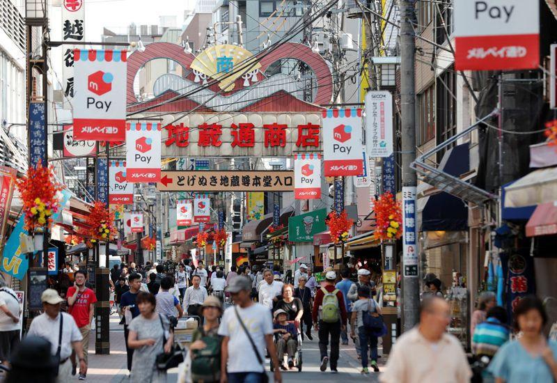 日本政府為維持極其脆弱的經濟成長,正準備祭出規模1,200億美元的經濟刺激方案。路透