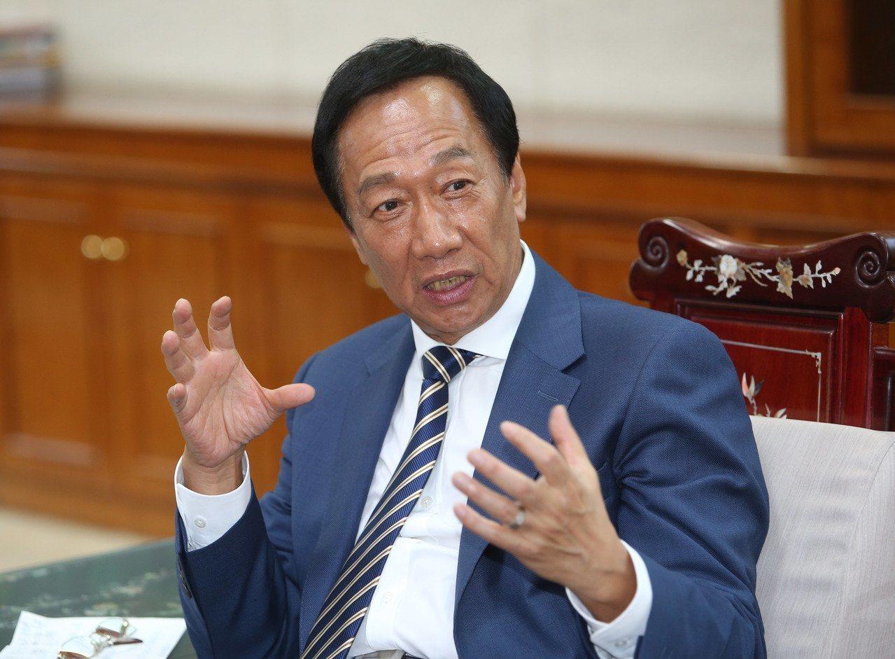 政大法律系副教授廖元豪表示,按「反滲透法」標準,鴻海創辦人郭台銘與中國大陸有經貿...