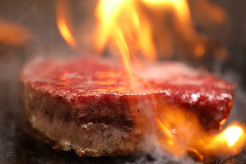 鉄火牛排選踱各種優質肉品,提供消費者選擇。圖/鉄火牛排提供