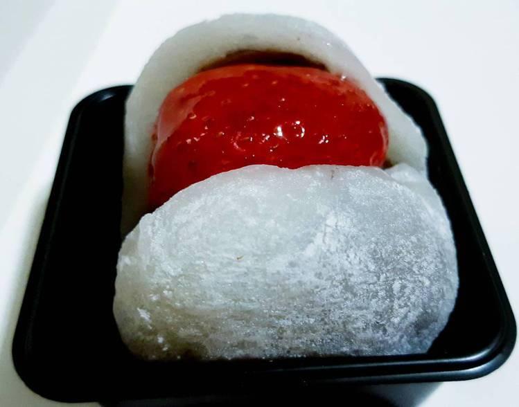 草莓大福麻糬皮柔嫩、水果多汁。記者 柯意如/攝影