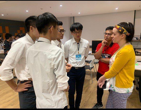 台北醫學大學楓杏史瓦帝尼醫療服務隊在青年論壇工作坊。圖/教育部提供