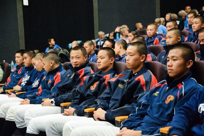 平鎮高中棒球隊剛拿下黑豹旗冠軍,也出席首映。圖/桃園市政府新聞處提供
