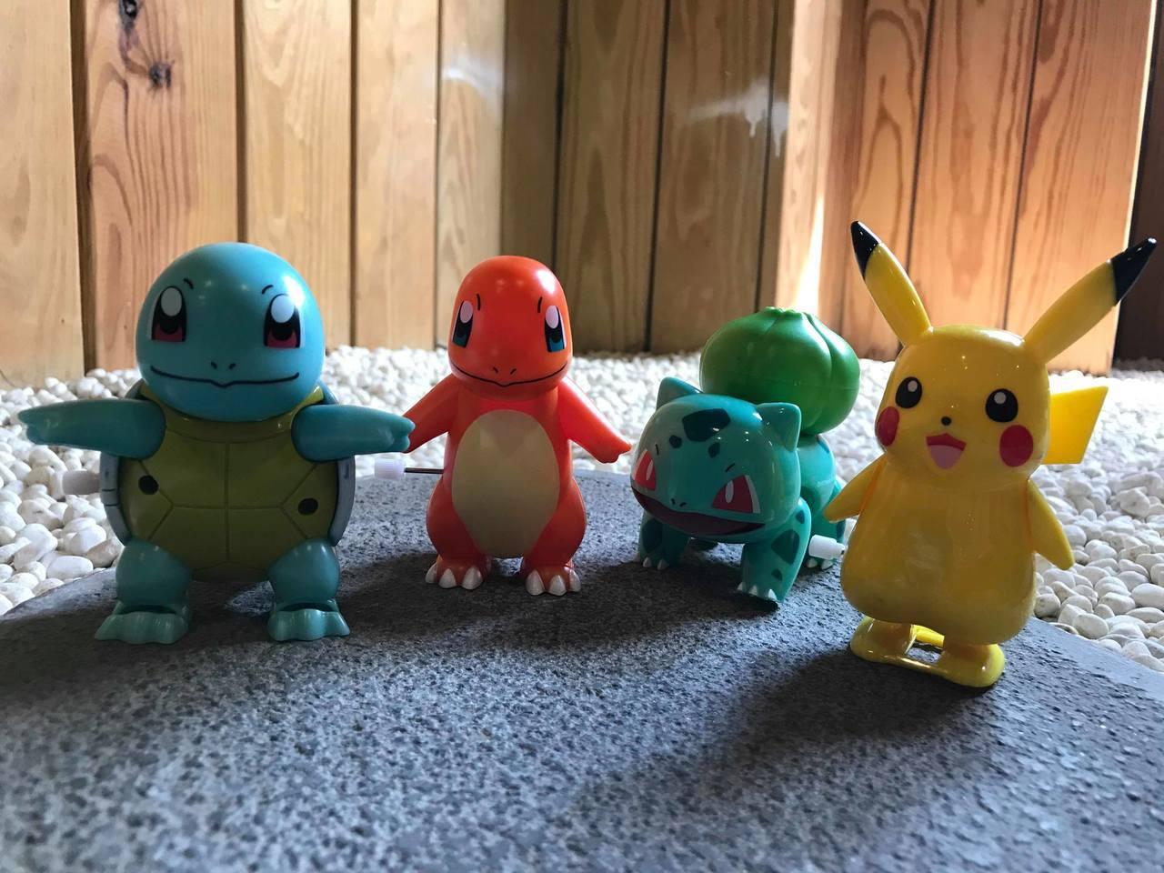 全家便利商店12月4日開賣的「精靈寶可夢」玩具糖果共有皮卡丘、傑尼龜、小火龍、妙...