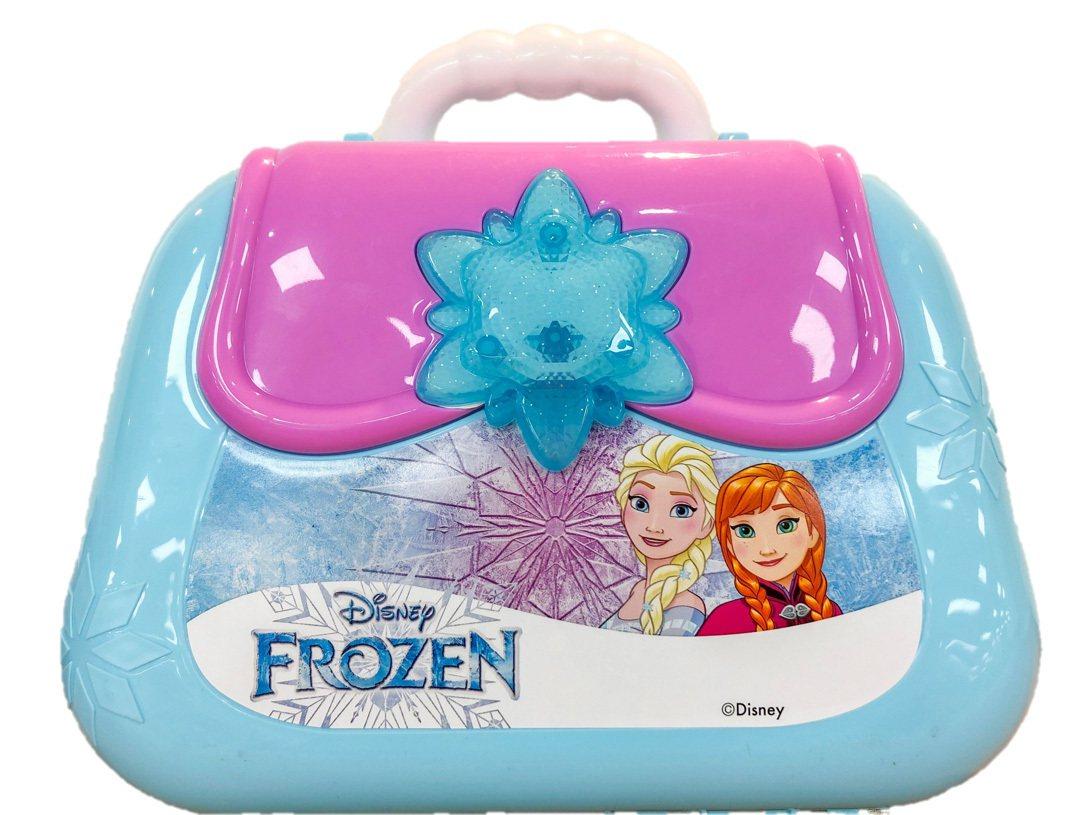全家便利商店推出「冰雪奇緣2」廚房套件背包組,售價499元。圖/全家便利商店提供