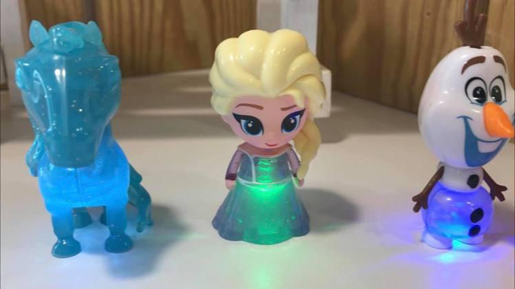「冰雪奇緣2」發光公仔系列對著頭頂吹氣就會發光和變換光色。記者陳立儀/攝影