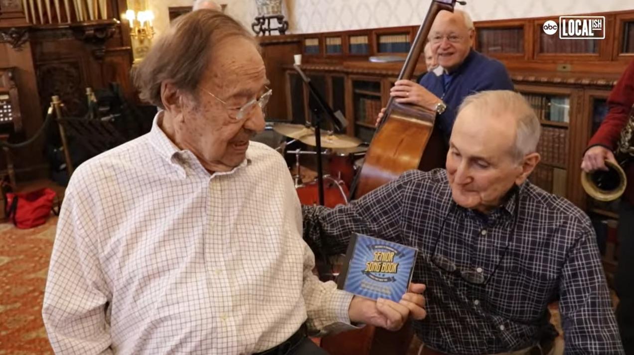 兩人加起來190歲的崔普(左)和威斯伯德合出專輯。取自YouTube(@Loca...
