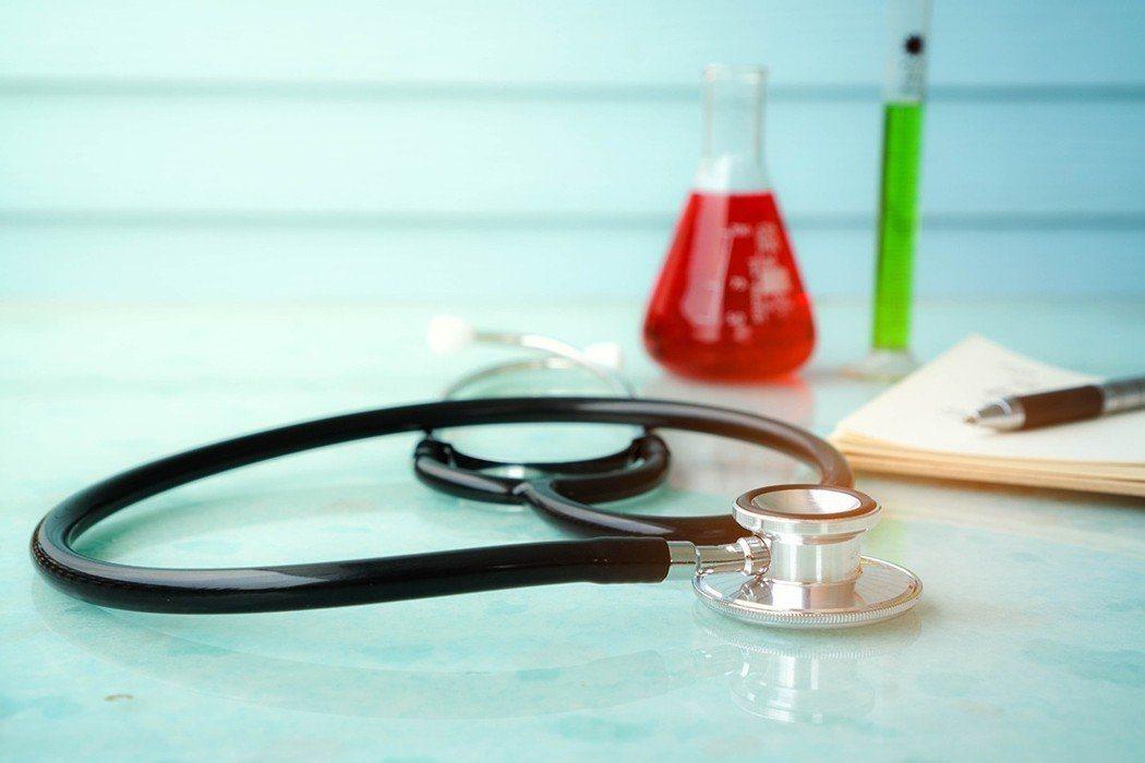 出現「泡、水、高、貧、倦」五個症狀,最好趕快做詳細的檢查。圖/ingimage