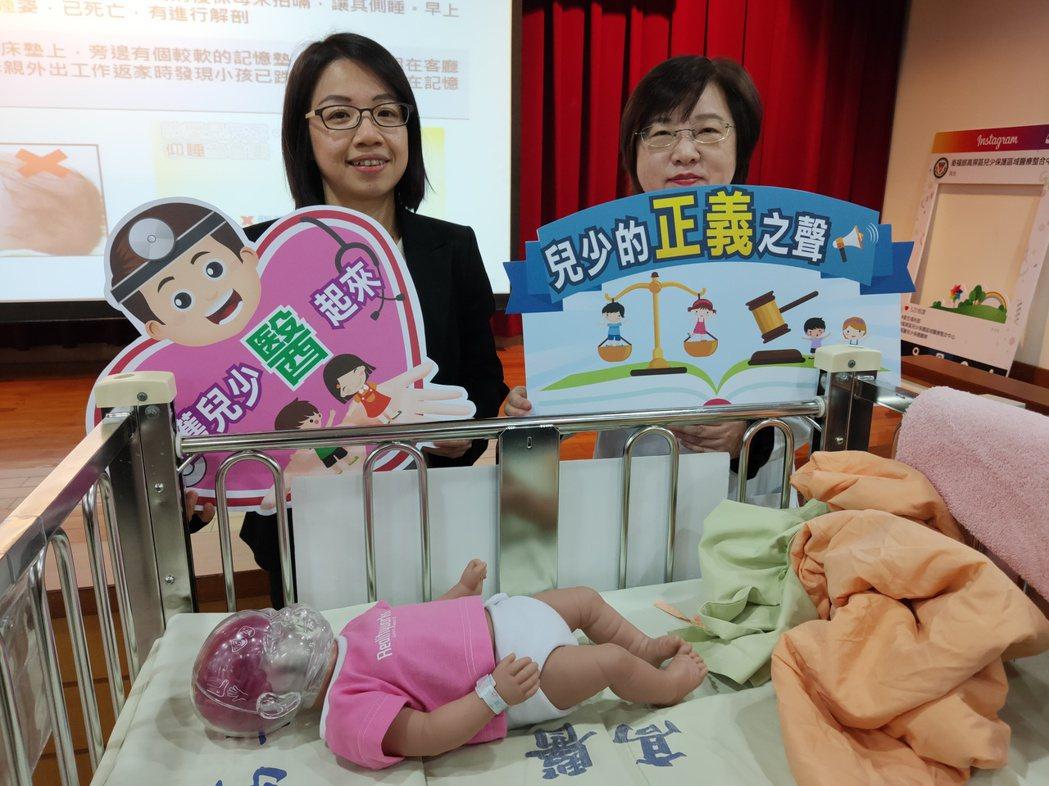 高醫大公共衛生學系助理教授梁富文(左)呼籲1歲以下寶寶任何時間皆應保持「仰睡」姿...
