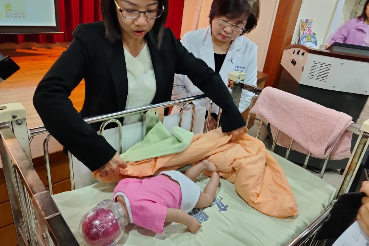 寶寶趴睡或與大人同睡一床 專家說易窒息死亡