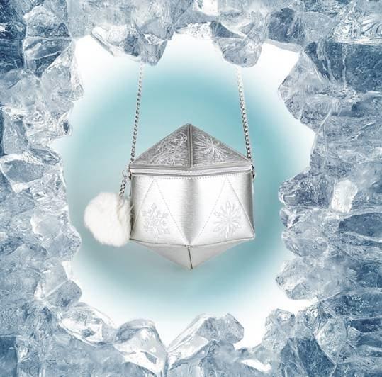 Danielle Nicole以艾莎「冰雪女王」的設定設計出象徵六角形冰晶的肩背...