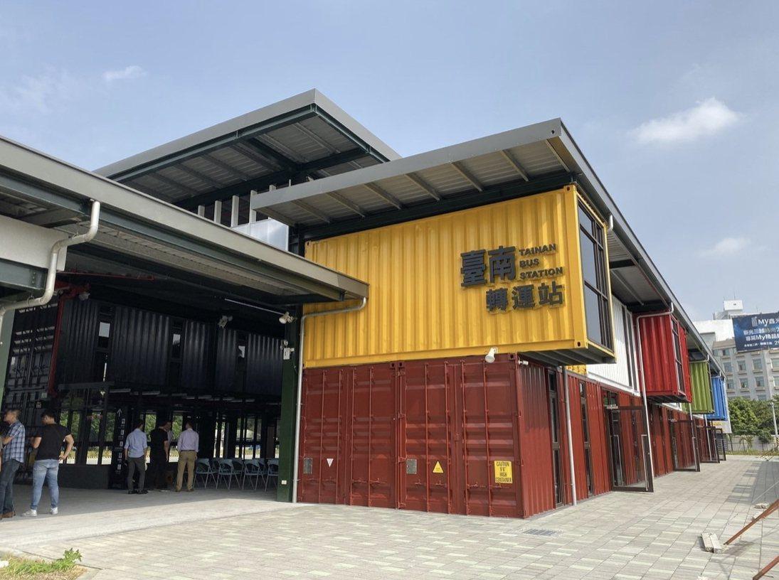 台南轉運站25日起試營運,國道客運都將轉到此地上下車。圖/本報資料照片