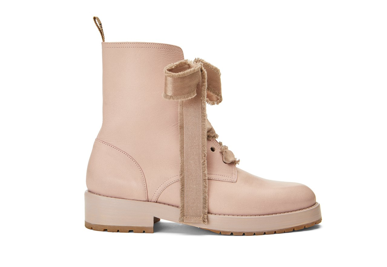 粉色緞帶靴,22,800元。圖/REDValentino提供