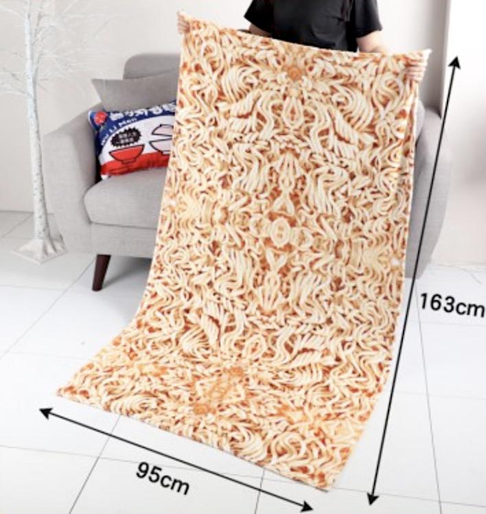 超擬真泡麵毯面,吸睛度十足。圖/取自晴天小舖官網