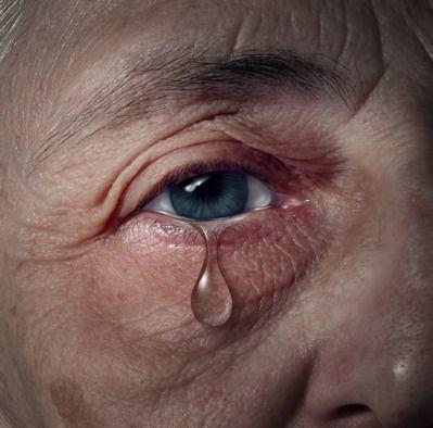 65歲的蔣姓男子因糖尿病引發敗血症,本身雙腳變形,行動不便,卻得擔起照顧長期臥病...