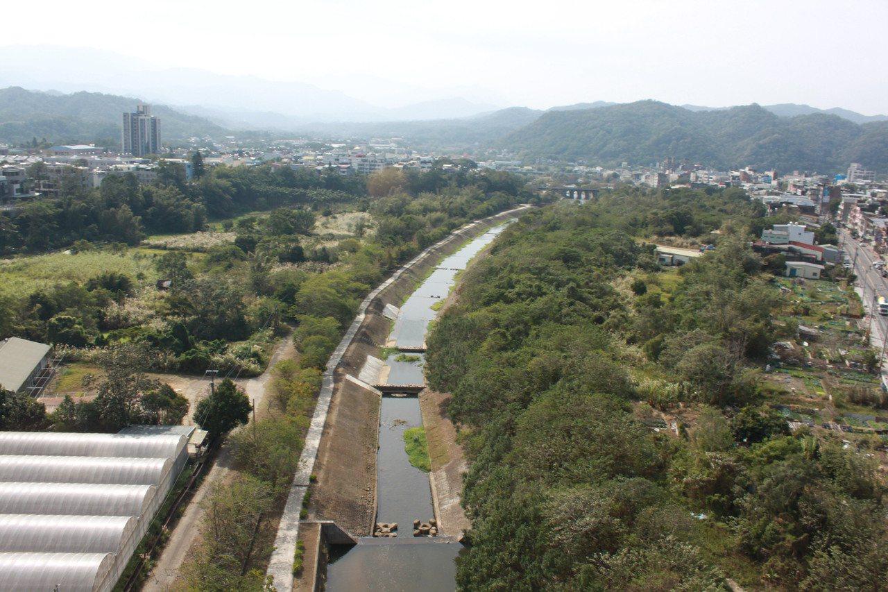 未來牛欄河兩岸將辦理都市更新活化沿岸土地,可設置防洪生態公園、運動公園、棒球場等...