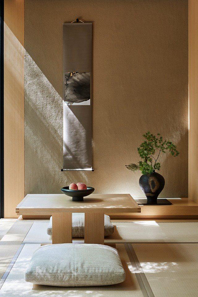 榻榻米、凹間、花瓶等裝飾與設計,顯現精巧的日式美學。圖/安縵京都提供