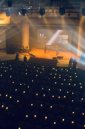 嚴凱泰過世一年,裕隆集團舉辦追思音樂會,讓員工的思念有出口,執行長嚴陳莉蓮特別演...