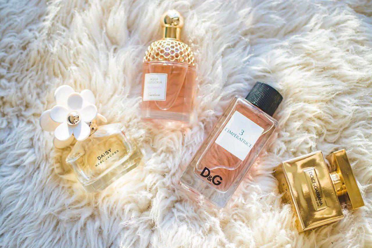 市面上香水琳瑯滿目,不是價格高的香水,才會顯得高級。圖/摘自 pexels