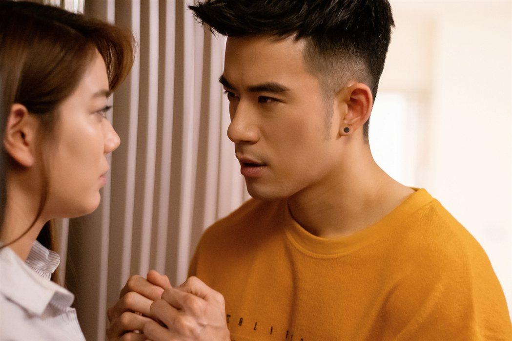 JR紀言愷(右)、邱珮淇在「美味滿閣」中上演偷情戲。圖/東森提供