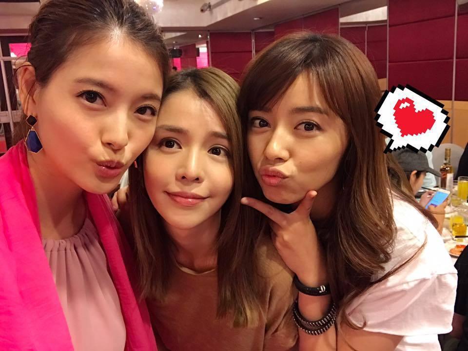 王瞳(右起)、李毓芬、王樂妍兩年多前開心在「絕世情歌」殺青宴合照。圖/摘自臉書