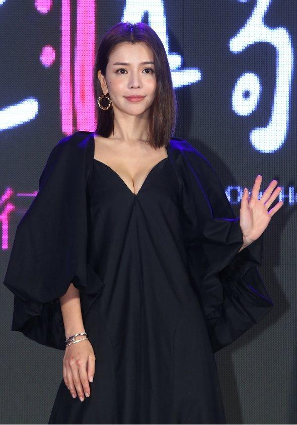 李毓芬出席「絕世情歌」首映會服裝有性感設計。記者林澔一/攝影