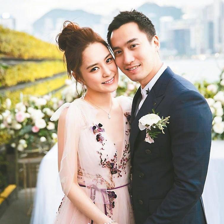 阿嬌(左)與賴弘國結婚一年。圖/摘自IG