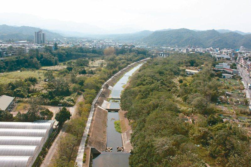 關西牛欄河兩岸將辦理都市更新活化沿岸土地,可設置防洪生態公園、運動公園等公共設施。 記者郭政芬/攝影