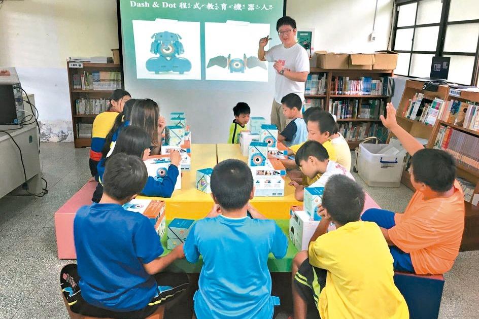 資訊團隊到偏鄉 學童邊玩邊學程式設計