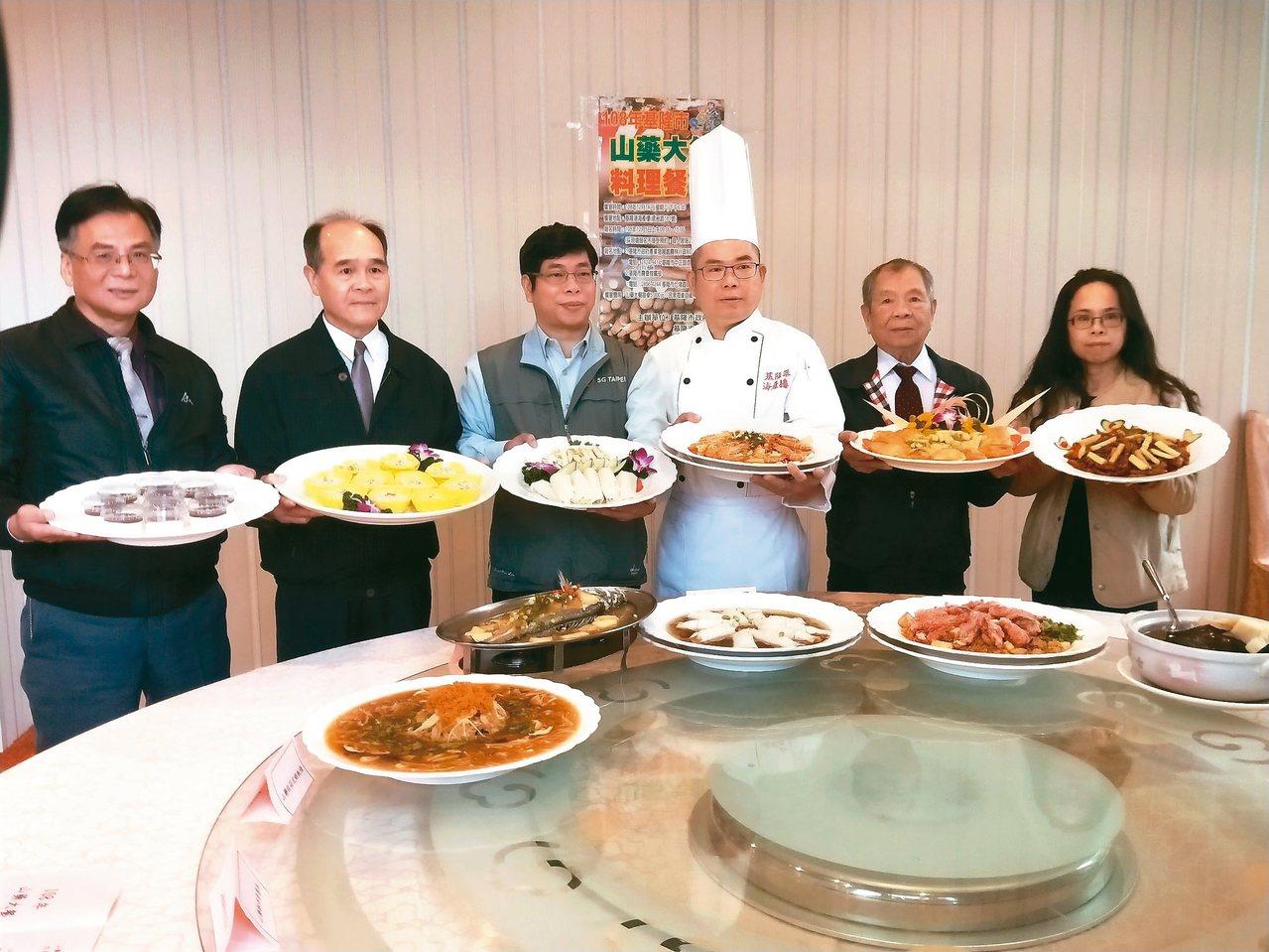 山藥大餐10道菜都有山藥料理,菜色融入山藥的新鮮及脆度,更有美味海鮮搭配。 記者...
