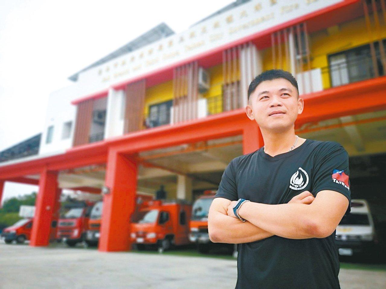 全國「鳳凰獎」楷模佳里分隊員陳至坤,成功搶救產婦及胎兒。 圖/台南市消防局提供