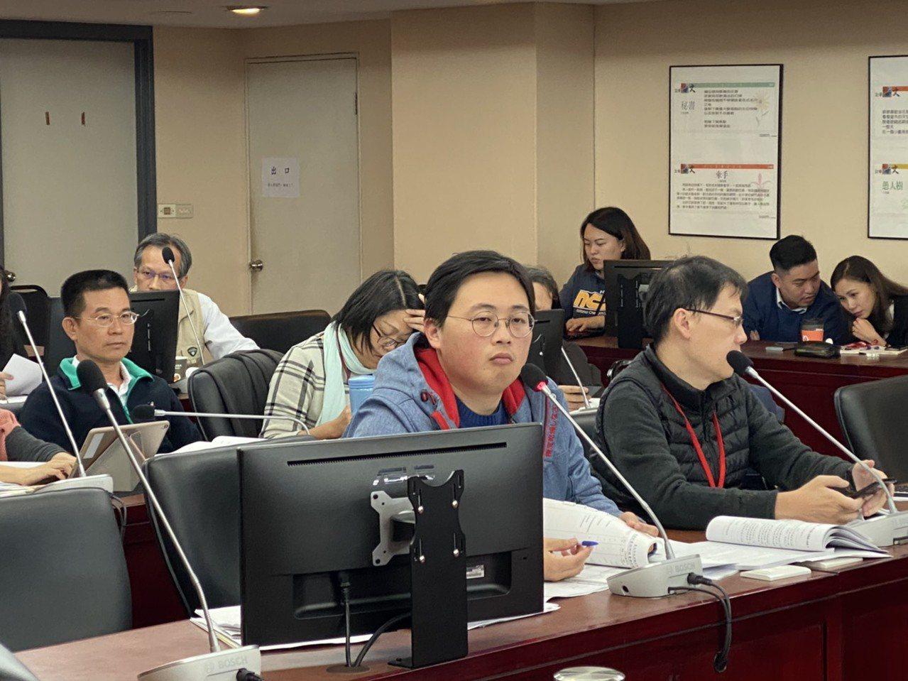 台北市議會教育委員會昨審查觀傳局的年度預算。 記者魏莨伊/攝影