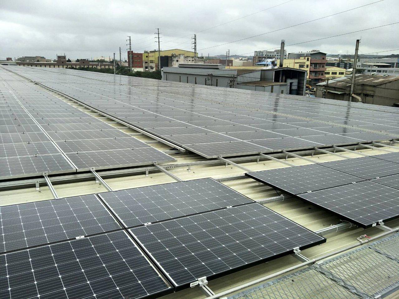 圖為屋頂太陽能發電。 圖/聯合報系資料照片